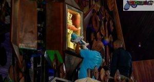 Un padre pide por su pequeño hijo ante la imagen de la Virgen de La Altagracia. (Fuente externa)